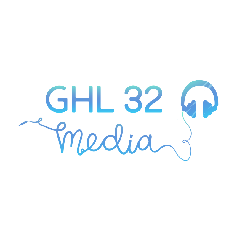 GHL 32 media in blauwe letters, rechts een koptelefoon