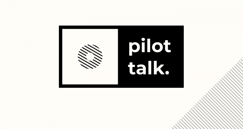 podcast artwork van logo van Pilot talk in zwart wit