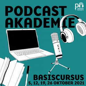 Artwork podcastakademie basiscursus oktober 2021. Je ziet een getekende laptop, koptelefoon, microfoon en notitieboekje