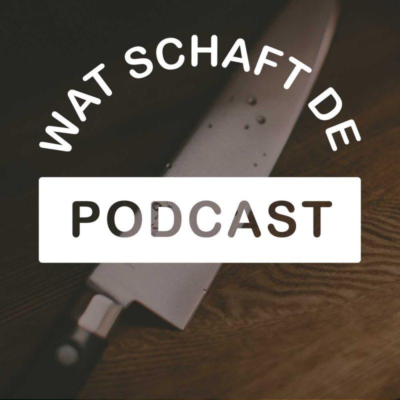 Artwork van Wat schaft de Podcast. Je ziet op de achtergrond een foto van een groot mes, de titel daaroverheen in wit